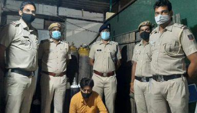 ऑक्सीजन की कालाबाजारी कर रहे कारोबारी को पुलिस ने किया गिरफ्तार,83 ऑक्सीजन सिलेंडर बरामद