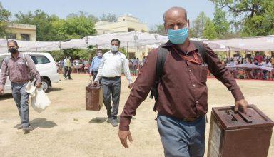 UP Panchayat Election : कोरोना से हो रही मौतों से कर्मचारियों में डर का माहौल, मतगणना रोकने की कर रहे मांग