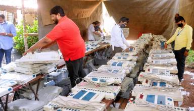 TMC ने चुनाव आयोग पर साधा निशाना, कहा- आयोग ने अधिकारियों, सशस्त्र बलों के लिए क्यों नहीं की कोविड नेगेटिव रिपोर्ट अनिवार्य