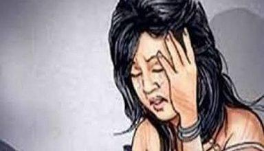 नोएडा : कमरे का दरवाजा खुला हुआ देखकर पड़ोस के युवक ने उठाया फायदा, कर रही थी पति का इंतजार, जबरन किया बलात्कार