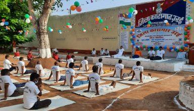अंतरराष्ट्रीय योग दिवस का भागी बना यूपी का ये जेल, कैदियों ने किया खूब योगा…