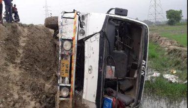 UP: यात्रियों की जान खतरे में डालकर चलती बस से कूदा ड्राइवर, बाल-बाल बचे यात्री, 42 घायल, 4 की हालत गंभीर