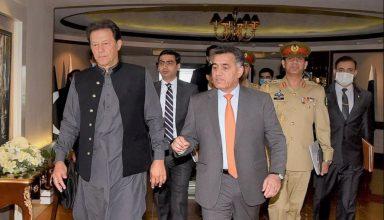 जम्मू कश्मीर पर पीएम मोदी की बैठक से पहले बढ़ी पाकिस्तान की धड़कन, ISI के हेडक्वार्टर पहुंचे इमरान खान