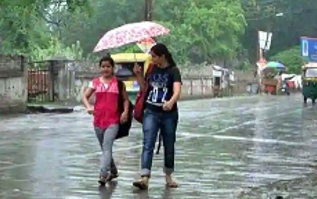 देवभूमि उत्तराखंड में बारिश बनी आफत, पांच जिलों में भारी बारिश का रेड अलर्ट