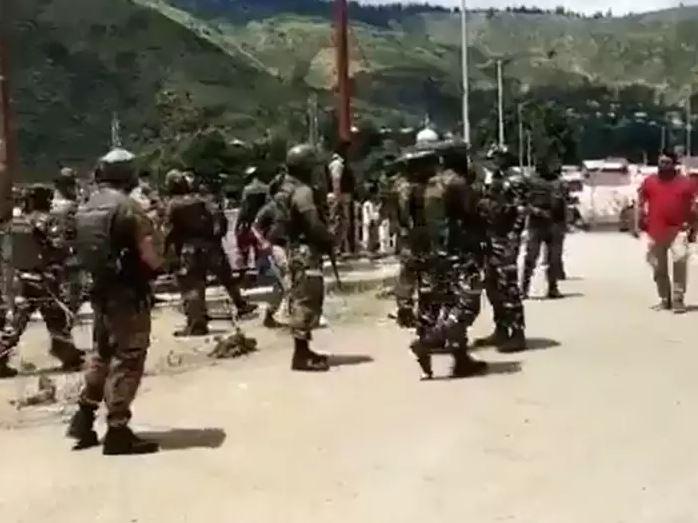 जम्मू-कश्मीर के बारामूला जिले में CRPF की नाका पार्टी पर ग्रेनेड अटैक, चार जवान और एक नागरिक घायल