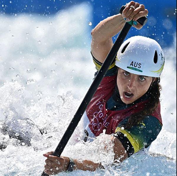 Tokyo Olympics: कंडोम की मदद से ऑस्ट्रेलियाई खिलाड़ी जेसिका फॉक्स ने जीता स्वर्ण पदक, देखिए Video
