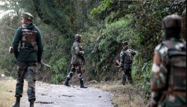 जम्मू-कश्मीर : पुलवामा मुठभेड़ में सुरक्षाबलों को बड़ी कामयाबी, लश्कर कमांडर एजाज सहित तीन आतंकी ढेर, ऑपरेशन अभी भी जारी