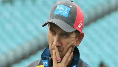 भारत से टेस्ट सीरीज में मिली मात से ही ऑस्ट्रेलियाई कोच पर लटकी है तलवार, टीम के इस दिग्गज खिलाड़ी ने किया समर्थन