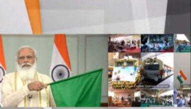 पीएम मोदी का गुजरात को सैकड़ों करोड़ की सौगात, किया देश के पहले फाइव स्चार होटल वाले रेलवे स्टेशन का उद्घाटन