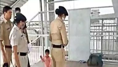 3 साल की मासूम बच्ची ने बचाई मां की जान, मुरादाबाद रेलवे स्टेशन पर हुई बेहोश और साथ में दुधमुंहा बच्चा…