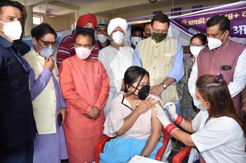 CM धामी ने किया मेगा कोविड वैक्सीनेश कैंप का शुभारंभ, 4 महीने में शत प्रतिशत टीकाकरण का लक्ष्य