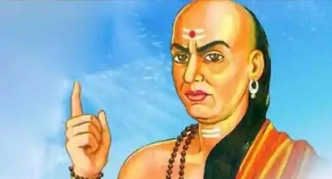 Chanakya Niti: आपके जीवन में हैं ये तीन चीज तो धरती ही बन जायेगी स्वर्ग