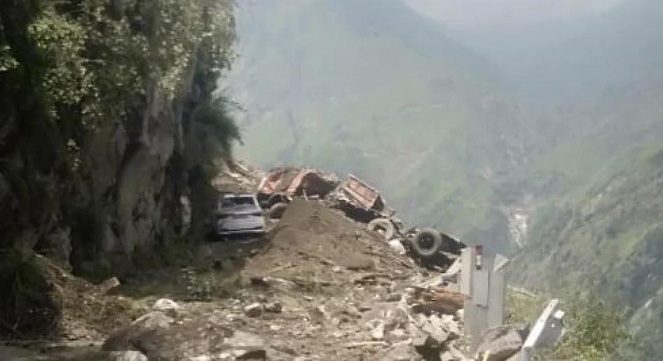 हिमाचल के किन्नौर में भीषण हादसा, मलबे की चपेट में आई बस, 30 से 40 लोगों के दबे होने की आशंका