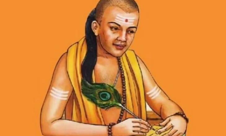 Chanakya Niti: मनुष्य के मुश्किल समय में राह दिखायेंगी ये पांच बातें, रखें इन बातों का ध्यान