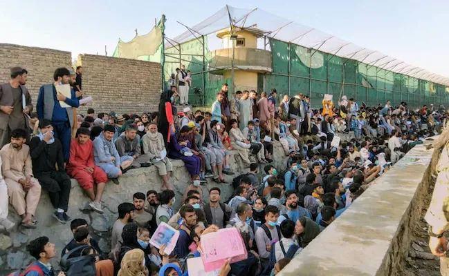 काबुल एयरपोर्ट पर बढ़ा तालिबान का खतरा, अपने नागिरकों को अमेरिका का अलर्ट- तुरंत यहां से जाएं…