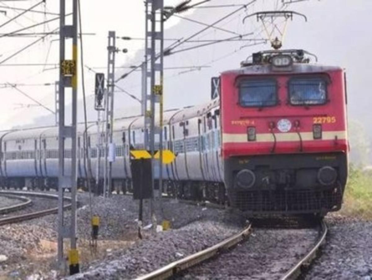 रेलवे को भारी पड़ी अपनी लेटलतीफी की आदत, अब देना होगा जुर्माना, सुप्रीम कोर्ट ने सुनाया फैसला…