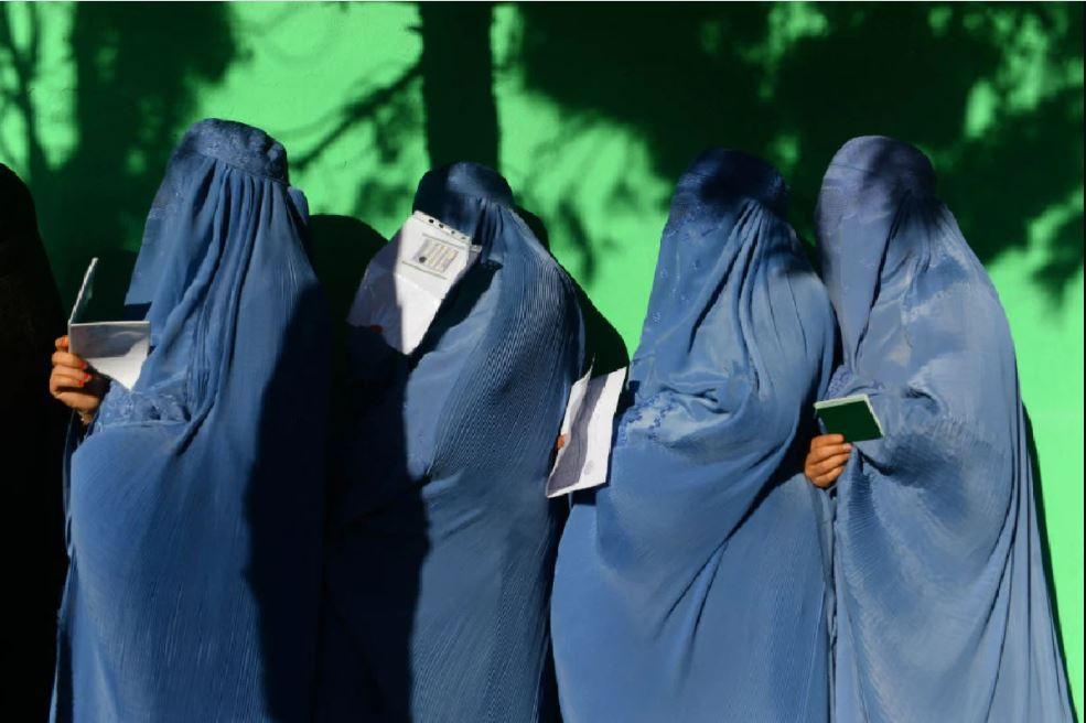 महिलाओं के लिए तालिबान ने बनाए ये 10 नियम, नेल पेंट करने से सैंडिल पहनने पर भी बैन