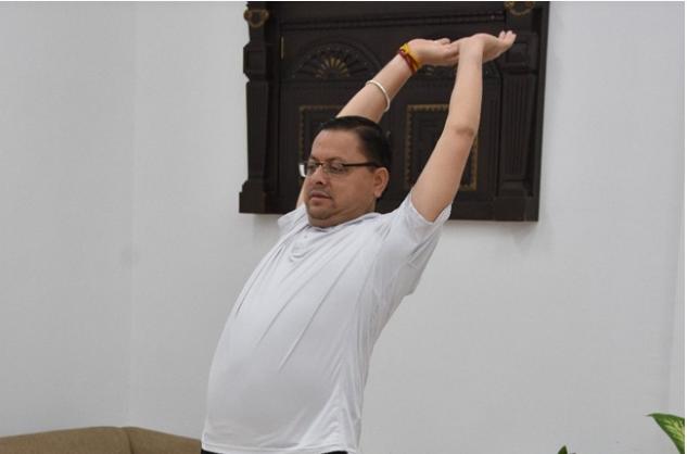 CM धामी ने किया सूर्य नमस्कार, कहा- सूर्य देव की उपासना करने से शरीर निरोगी रहता है, घर में सुख-शांति का वास होता है