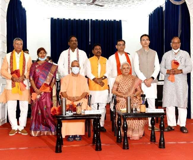 UP विधानसभा चुनाव से पहले सीएम योगी का बड़ा दांव, अब अखिलेश-मायावती का क्या होगा?