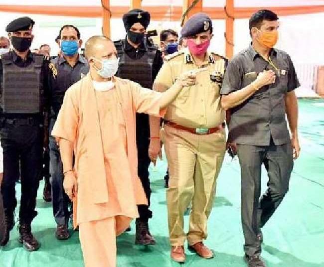 अलीगढ़: PM मोदी के आगमन से पहले CM योगी ने लिया व्यवस्थाओं का जायजा, एक लाख लोगो के जुटने की संभावना