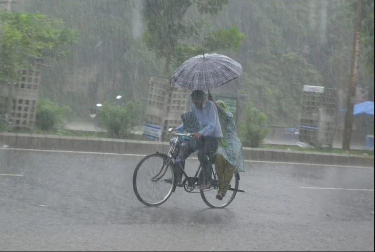 दिल्ली-एनसीआर में सुबह से हो रही तेज बारिश, कई इलाकों में भारी जलजमाव, मौसम विभाग ने जारी किया ऑरेंज अलर्ट