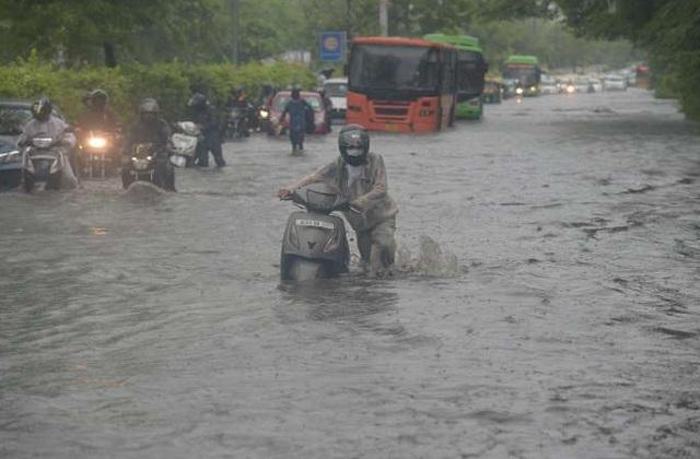 पिछले कुछ घंटों की बारिश में पानी-पानी हुई दिल्ली, ऑरेंज अलर्ट जारी, टूटा 19 साल का रिकॉर्ड