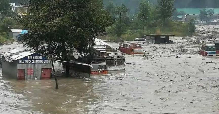 हिमाचल प्रदेश में भारी बारिश के कारण जन जीवन अस्त-व्यस्त, पिछले 24 घंटे में 10 की मौत, आवागमन बाधित