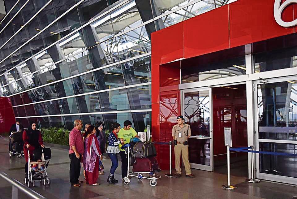 IGI दिल्ली एयरपोर्ट पर हाई अलर्ट, अज्ञात कॉलर ने दी लंदन जाने वाली फ्लाइट को निशाना बनाने की धमकी
