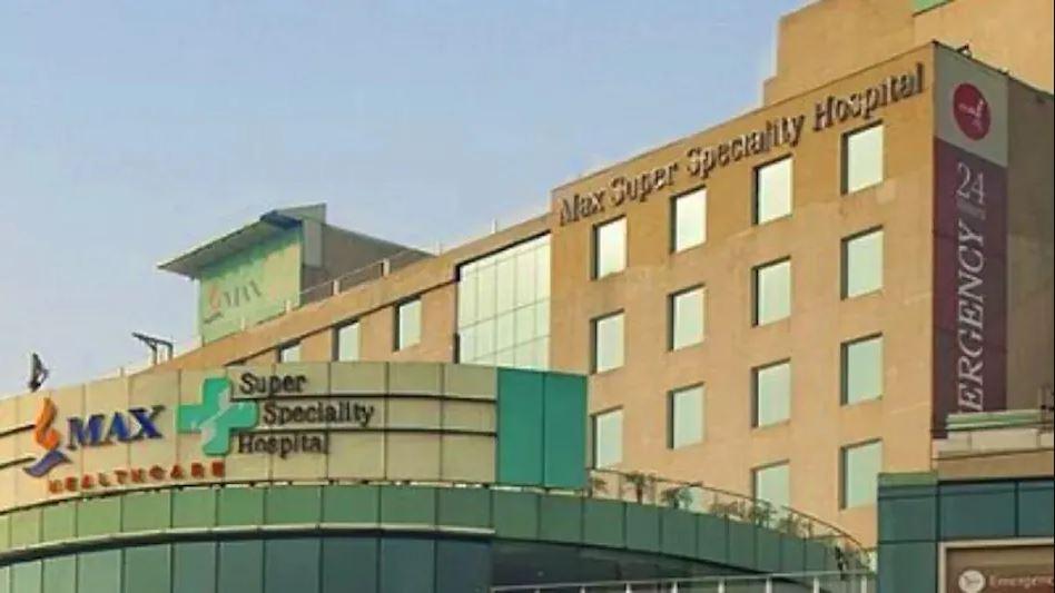 मैक्स हॉस्पिटल के बिल पर बढ़ रहा विवाद, कोरोना मरीज को थमाया था 1.8 करोड़ रुपये का बिल, जानें पूरा माजरा