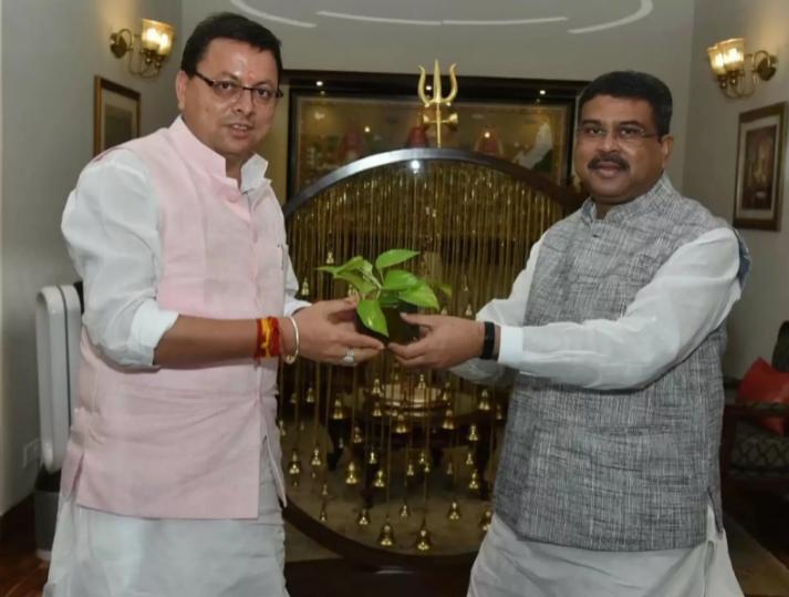 Uttrakhand: CM धामी ने शिक्षा मंत्री धर्मेंद्र प्रधान से की मुलाकात, नरेंद्र नगर और कोटद्वार में मांगा Central School