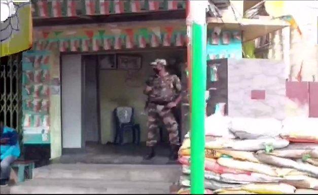 पश्चिम बंगाल : उपचुनाव से पहले बीजेपी सांसद अर्जुन सिंह के घर बम से हमला, राज्यपाल धनखड़ ने हमले की निंदा