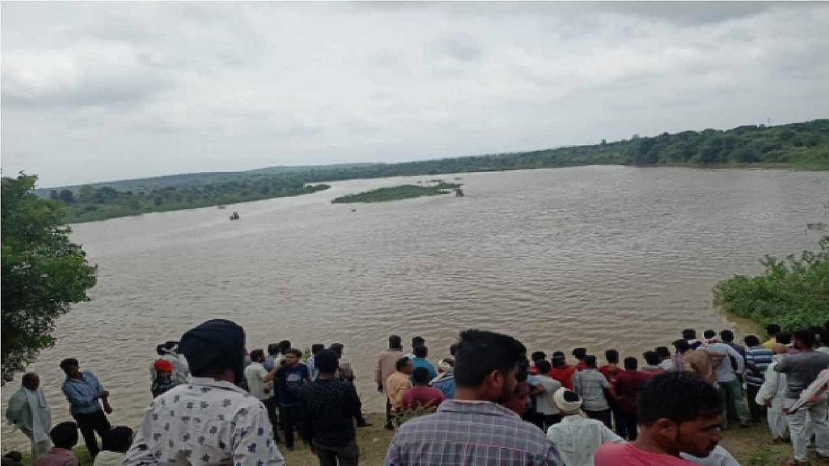 महाराष्ट्र के अमरावती में नाव पलटने से भीषण हादसा, एक ही परिवार के 11 लोग डूबे, तीन शव बरामद