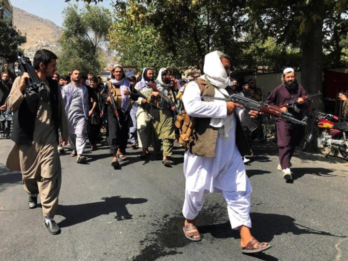 भारी दबाव के बाद अमेरिका और दूसरे देशों के सामने झुका तालिबान, अफगानिस्तान में फंसे 200 लोगों को जाने देने पर हुआ राजी