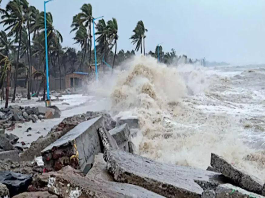 Cyclone Gulab: तबाही मचाने के बाद कमजोर पड़ा चक्रवाती तूफान गुलाब, आज और कल मुंबई पर दिखेगा असर