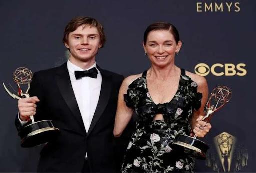 Emmy Awards 2021: 73 वें एमी अवार्ड्स 2021 का हुआ ऐलान, जानिए किसे मिला कौन सा पुरस्कार