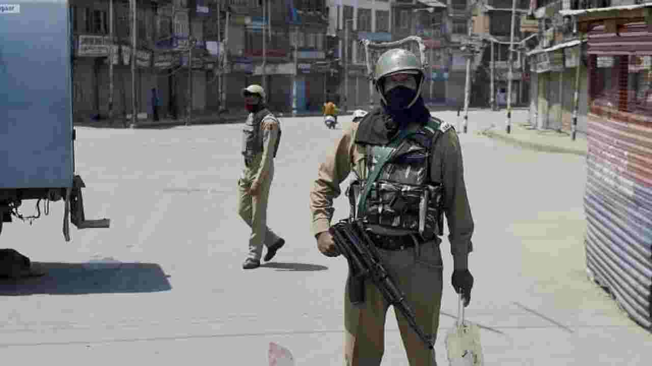 श्रीनगर के चानापोरा इलाके में आतंकियों ने किया सुरक्षाबलों पर हमला, फेंका ग्रेनेड; एक जवान घायल