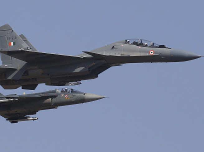 पाकिस्तान से सटी सीमा पर सुखोई और जगुआर जैसे लड़ाकू विमानों ने दिखाया अपना दम, राजनाथ बोले- भारत किसी भी चुनौती के लिए तैयार
