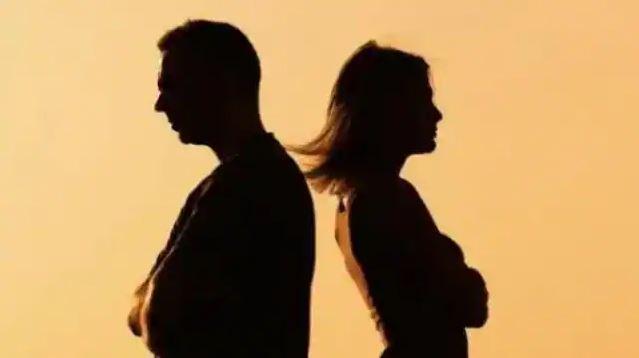पत्नी के रोज न नहाने पर पति ने लगाई तलाक की गुहार, कहा शरीर से आती है बदबू, प्लीज तलाक दी दीजिए