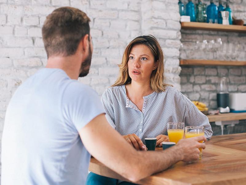 Relationship Tips: अगर आप भी निभा रहे है एकतरफा रिश्ता, तो हो जाएं सावधान, ये 5 संकेत बताते हैं…